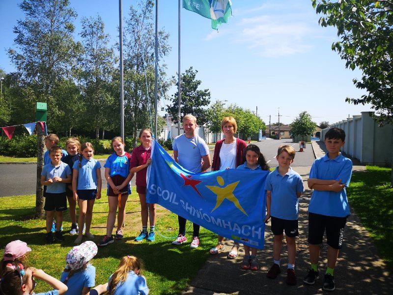 Ag Ardú ár mBrat Scoile Ghníomhaí – Raising our Active School Flag